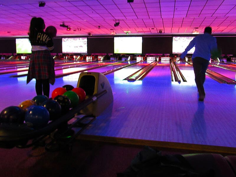 Akua Bowling Alley Fun 2