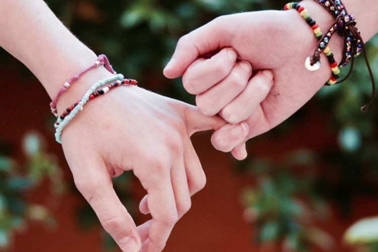 Toxic Friendships: 8 Ways to Let Go of Them